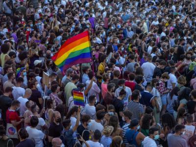 Spagna, attivista LGBT 24enne ucciso da un gruppo di omofobi: proteste in tutto il paese