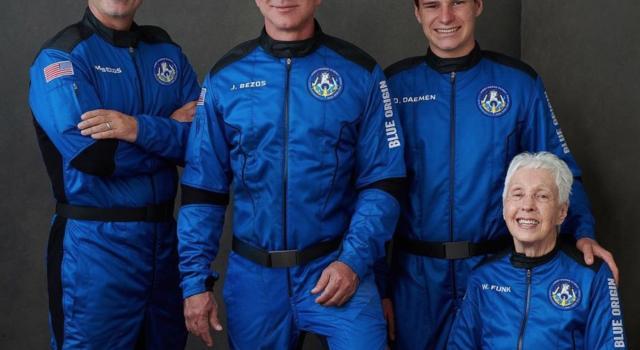 Blue Origin, Jeff Bezos completa la missione: la capsula è atterrata con successo