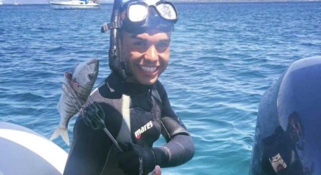 Muore a 21 anni mentre si immerge, tragedia del mare davanti agli amici in Sardegna