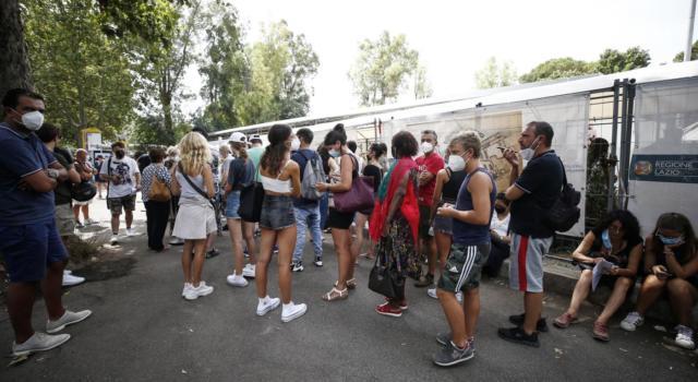 Vaccino anti Covid, dal 16 agosto senza prenotazione per i ragazzi fra i 12 e i 18 anni