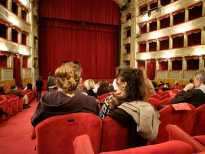 Coronavirus, il Cts annuncia nuove aperture per sport e spettacolo: aumenta la capienza per stadi, teatri e cinema