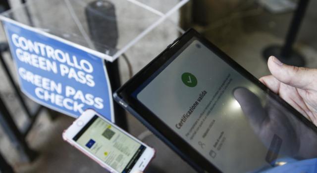 Dl Green Pass, da oggi è ufficialmente in vigore: l'obbligo scatterà sui luoghi di lavoro dal 15 ottobre
