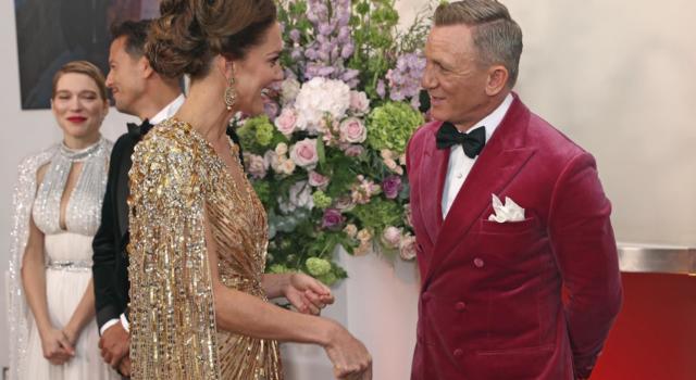LA FABBRICA DEI SOGNI di Chiara Sani. Alla prima londinese del nuovo 007 Kate Middleton ruba la scena alle Bond Girls!