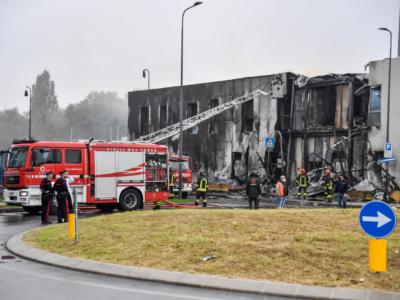 Milano, aereo si schianta contro una palazzina: morti tutti i passeggeri a bordo