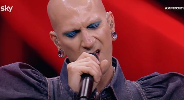 Erio, il pierrot lunare che ha stregato X Factor, è pronto per la definitiva consacrazione