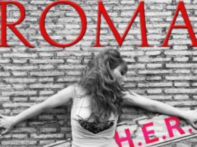 """H.E.R.: con il nuovo singolo """"Roma"""" canta e interpreta la """"Città Eterna"""" nel ruolo di una prostituta di periferia"""